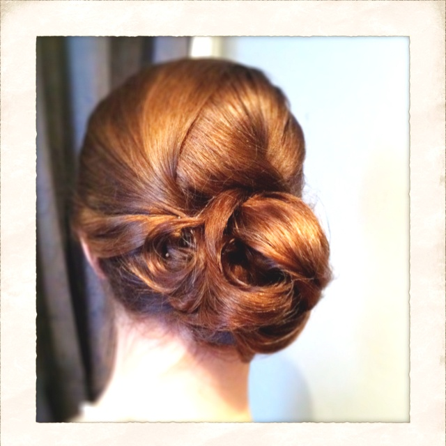 Wedding hair, side bun.Hair Ideas, Flower Round, Bridesmaid Hair, Side Combs, Jasmine Flower, Hair Makeup, Hair Style, Wedding Hair Side, Side Buns