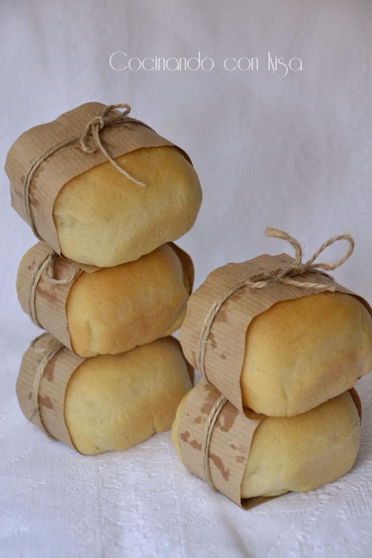 Pan de aceite rellenos    http://cocinandoconkisa.blogspot.com.es/2012/07/pan-de-aceite-rellenos-de-salchicha-y.html