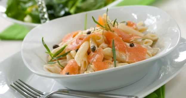 Salade de pâtes au saumon, concombre et pommes - Cuisine AZ