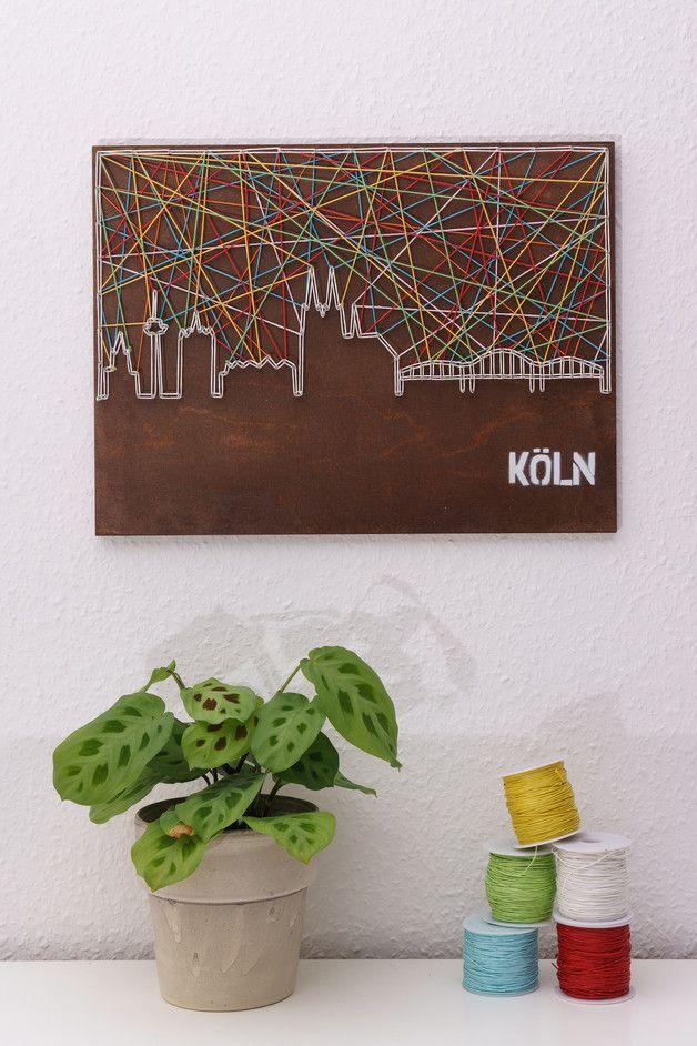 An alle rheinischen Frohnaturen! Dieses Schnürstück nimmt euch mit auf eine Tour durch Köln und bringt die Sehenswürdigkeiten der Stadt am Rhein in euer Wohnzimmer. Natürlich dürfen hierbei das...
