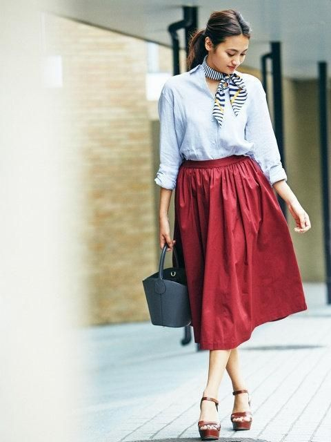 The cherry on top of any outfit. Our High-Waist Cotton Volume Skirt adds a finishing and flattering touch.