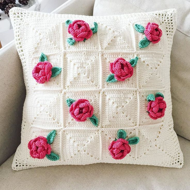 maggiesimyb 21 May 2016 // English rose garden.  #crochet #crocheting #crochetaddict #crochetlove #crochetmad#crochetersofinstagram #crafting #craftersofinstagram #handmade #needlework #vscophile #vscophile #vscodaily#igdaily #grannysquare #craftastherapy#igdaily#crafters#florals