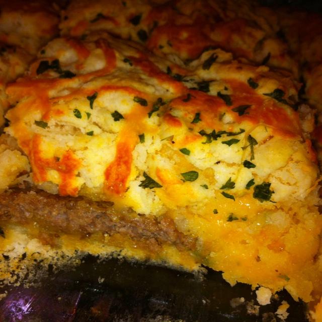red lobster biscuit recipe + hamburgers = best cheeseburger casserole ever.