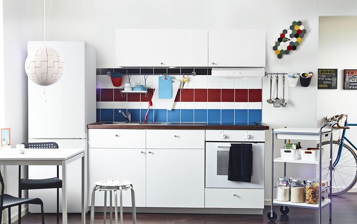 A white METOD kitchen with HÄGGEBY fronts, a white SILJAN worktop, LAGAN oven and LUFTIG extractor
