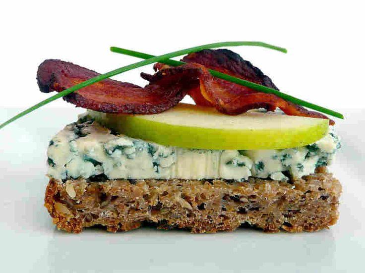 Bleu cheese, pear and bacon smorrebrod.