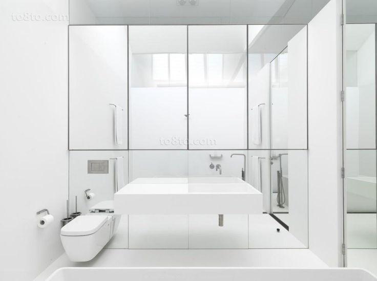 tall shower with skylight | 70平米现代简约客厅装修效果图_土巴兔装修效果图