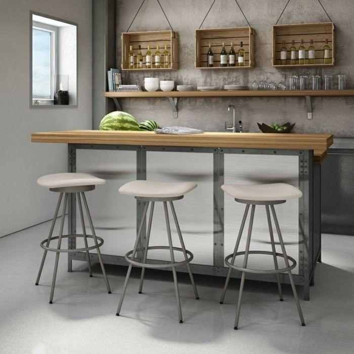 кухня деревянная настенные полки табурет открытые настенные полки светло-серые стены
