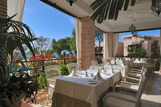 Terrace dining at Vincci Estrella del Mar in Spain.