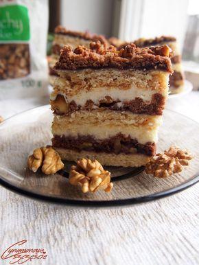 To ciasto mnie zachwyciło, swoją prostotą, elegancją i smakiem. Idealnie kruche ciasto, dżem, orzechy, a wszystko to spojone kremem budyniow...