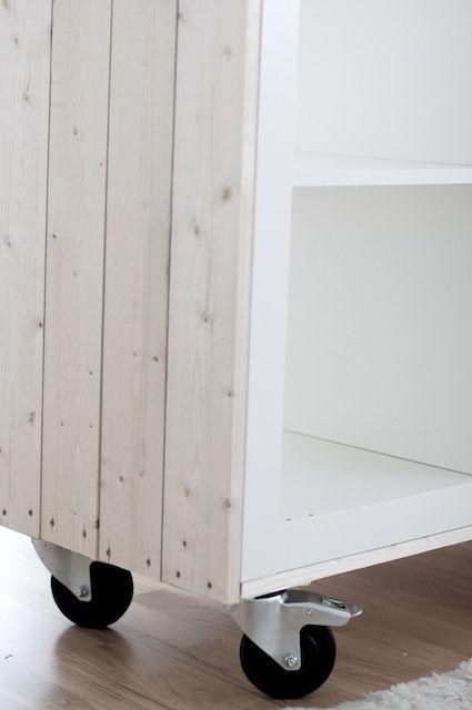 """IKEA HACKS - Expedit """"rivestita"""" con legno e pitturata di bianco, è troppo shabby!!"""