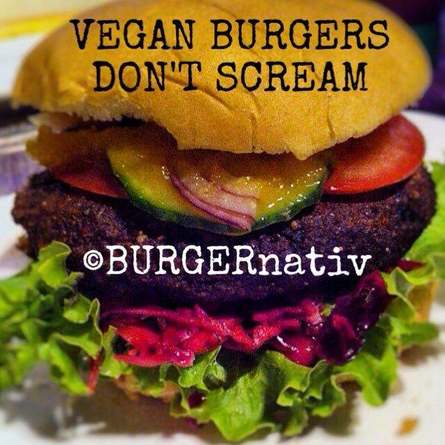 VEGAN BURGER DON'T SCREAM ✔️Lollo ✔️RotkohlSalat ✔️Bratling der Sorte: Umami ✔️Tomate Gurke Zwiebel ✔️2 verschiedene selbstgezauberte Soßen  #Vegan #VeganBurger #vegetarian #eatclean #ballaststoffe #gezond #healthyfood #cleaneating #fitnessfood NO Junkfood #abnehmenohnezuhungern #abnehmen #proteinBurger #veggieBurger #Burger #bratling #plantbased #plantbasedfood #superfood #umami #protein