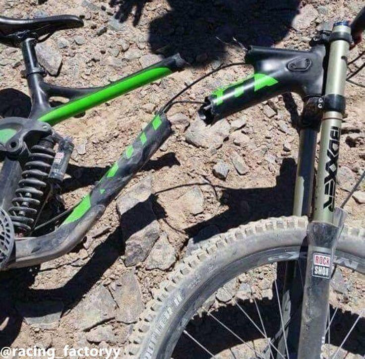 Another broken Kona Operator #mtb #bikeporn #sick #awesome #new #downhill #enduro #racing_factoryypage #kona #operator #konaoperator #broken