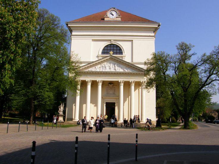 P4240488_-_Slavkov_u_Brna,_kostel_Vzkriseni_Pane.jpg (JPEG obrázek, 1200×900 bodů) - Měřítko (78%)