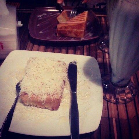 Dinner with dika, dewi, tari #rotibakar #kejususu #vanjava