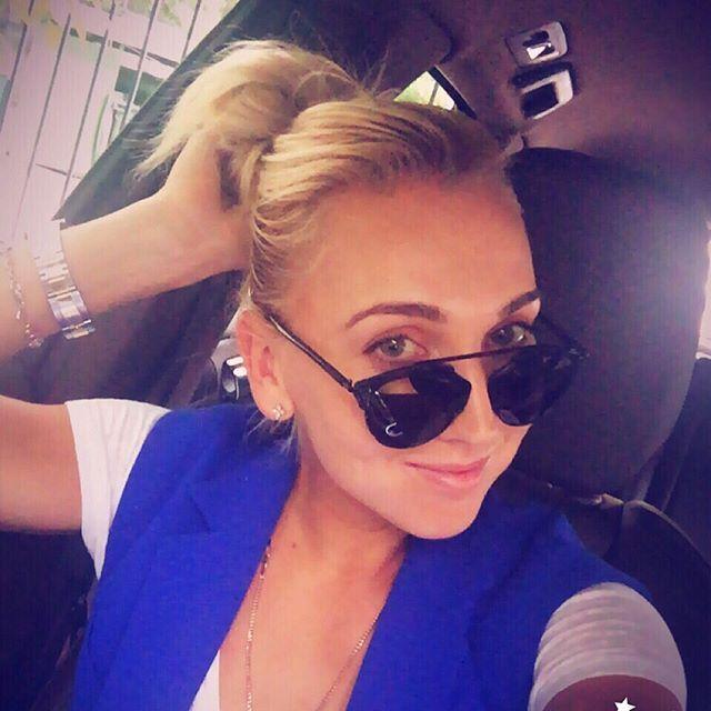 elena-vesnina-selfie-car-sunglasses-beautiful-eyes-blonde-russian-tennis-player.