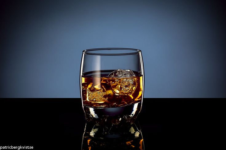 Shooting Glass of Whiskey with Ice: Online Product Photography Tutorial | Photigy Studio Photography School