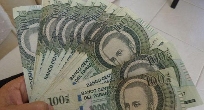 La Dirección General de Jubilaciones y Pensiones recibió el quinto pago de 9.750 millones de guaraníes por parte de la Agencia Financiera de Desarrollo (AFD) en concepto de intereses generados por la compra de G. 30o mil millones en bonos de la Agencia, realizada en el 2014, informó la agencia IP.