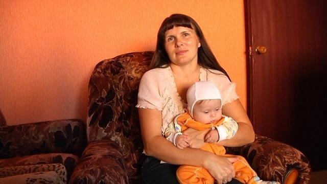В Мичуринске матери шестерых детей требуется помощь: у женщины опухоль головного мозга.  Диагноз Елене Сорокиной поставили в июне этого года  Помимо сводок происшествий сегодня на сайте УМВД России по Тамбовской области появилась заметка о том что семье полицейского требуется помощь. Дело в том что в дом к Алексею Сорокину который работает в ОМВД России по городу Мичуринску пришла беда. Его 39-летней жене Елене в июне этого года поставили страшный диагноз  опухоль головного мозга.  Алексей и…