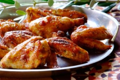 Knorr uses its versatile home meal range to interact with customers at kitchen level 'Whatsfordinner'  Pictured here, Sticky Chicken Wings, made in a Knorr Cook In Bag.  See what retailers are up to in their home meal replacement departments here http://www.supermarket.co.za/flipbooks/Supermarket_Retailer/April%202012/index.html