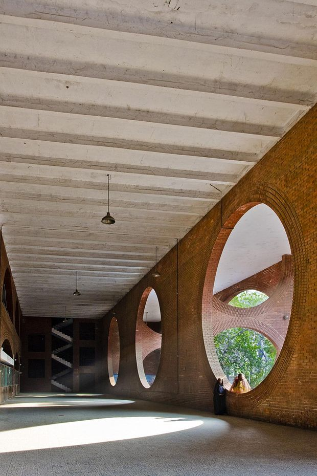 Louis Kahn what a legend! Indian Institute of Management in Ahmedabad, India. Louis Kahn. 1962-74.