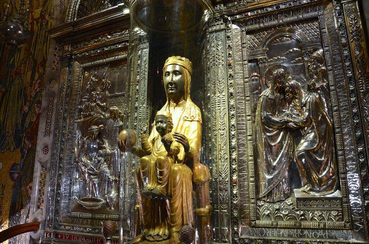 la-Moreneta-santuario-Montserrat-catalunya-espana