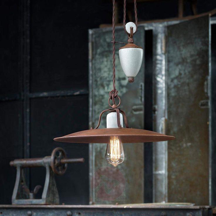 La encantadora lámpara colgante Riccardo con mecanismo rotatorio de estilo industrial está disponible en la tienda Lampara.es bajo la Ref.: 3517149.