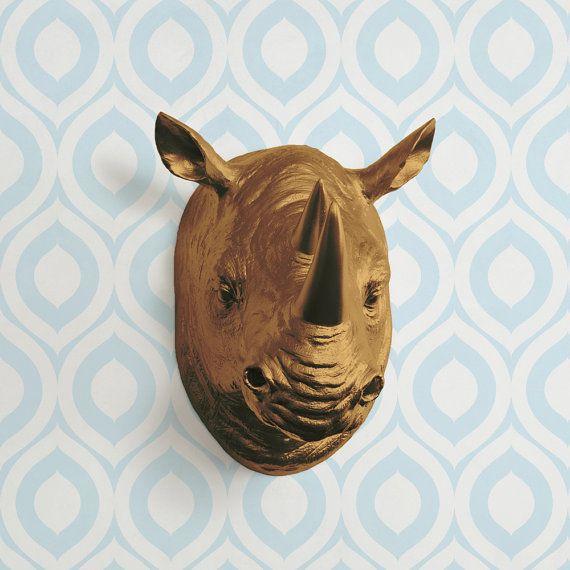 De Serengeti in bronzen Faux Rhino hoofd van WallCharmers op Etsy