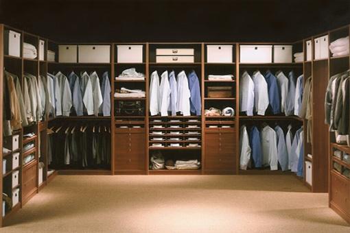 Organizaci n de armarios por colores closet - Organizacion de armarios ...