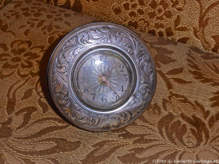 ...  Antico orologio meccanico da tavolo in argento,  anno 1800 - © Umberto Garbagnati -