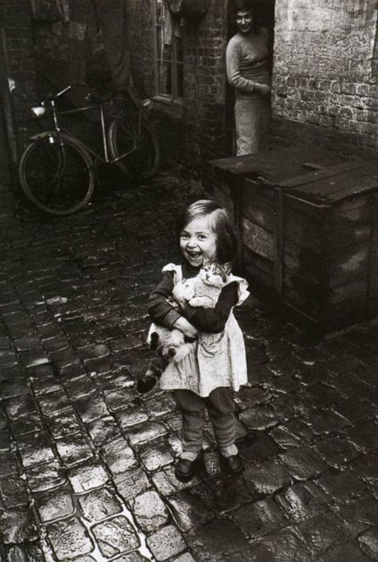 Jean-Philippe Charbonnier La filette au chat Paris, 1958