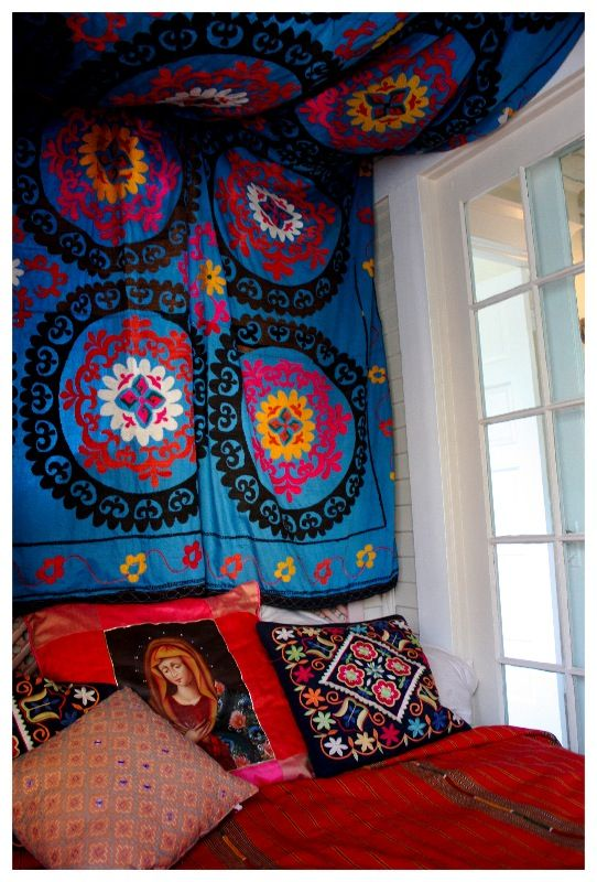DIY tapestry headboard YESS!!!!  DOING THIS AFTER WORK!