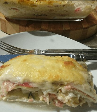 witlof lasagne met courgette, gerookte zalm en tomaat. Vol met eiwitten door de mozzarella, geraspte kaas en kokosmelk.