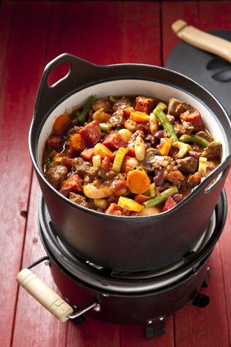 Doe het heerlijk rustig aan deze winter met de winterse stoofschotel voor 4 personen van runderriblappen, sperziebonen en chorizo.