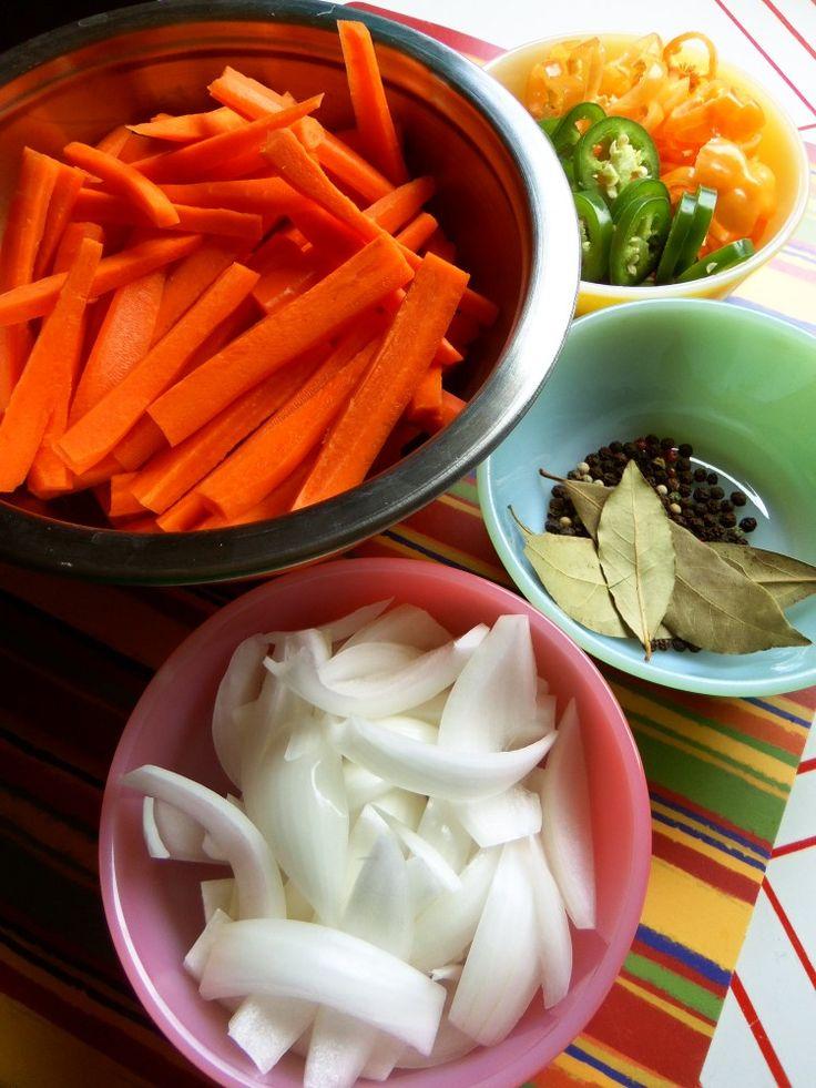 Zanahorias en Escabeche (Spicy Pickled Carrots) – Hispanic Kitchen
