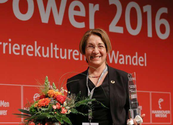 """Deutsche Messe schreibt Karrierepreis für Frauen in MINT-Berufen aus Mit dem Karrierepreis """"Engineer Powerwoman"""" zeichnet die Deutsche Messe bereits zum fünften Mal eine Frau aus, die durch ihr Engagement,"""