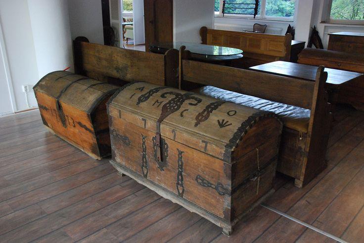 108 besten truhen bilder auf pinterest truhe rund ums haus und alte truhe. Black Bedroom Furniture Sets. Home Design Ideas