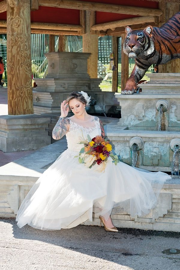 Zoo wedding bride | Kierstyn Peterson Photography on @tidewatertulle via @aislesociety