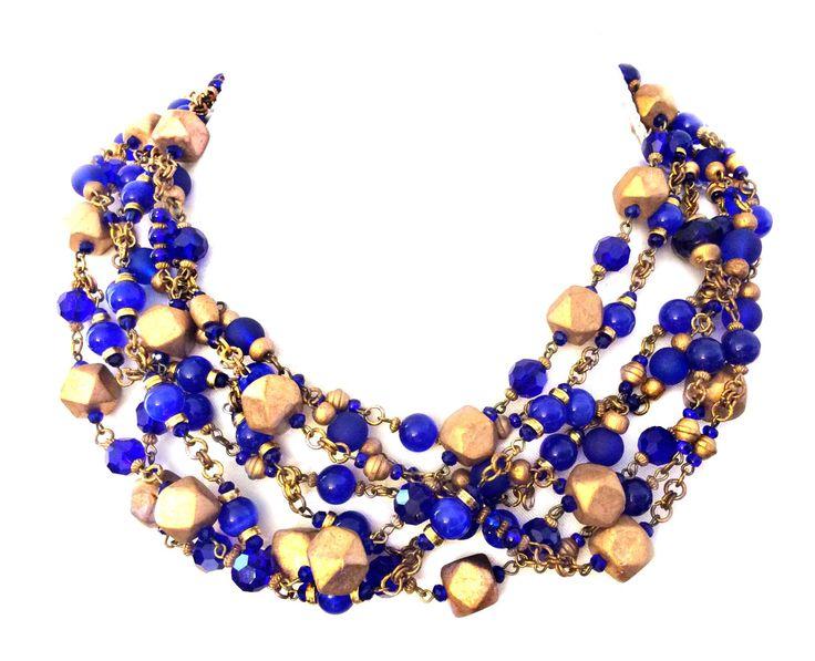 Kobaltowa kolia z kryształów, kamieni naturalnych oraz złoconych elementów drewnianych
