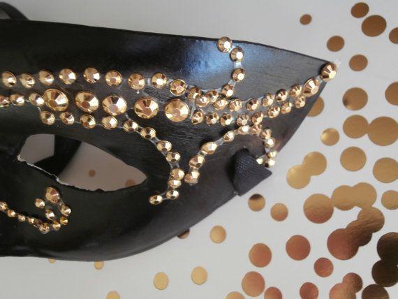 Antifaz negro con diamantes de imitación de oro por MoonshadowMask
