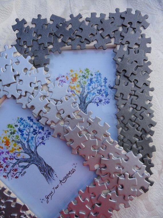 Autisme sensibilisation la main cadre photo avec des morceaux de puzzle recyclé…