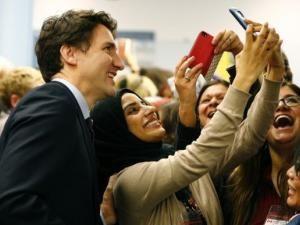 Video : Justin Trudeau accueille des réfugiés syriens !!! • Hellocoton.fr