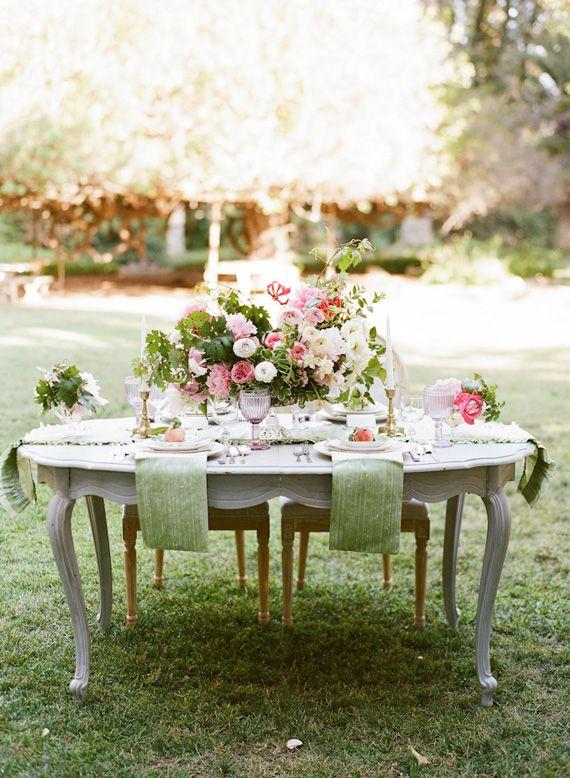 Romantic English garden wedding inspiration | photo by Tonya Joy | Flowers by oak and the owl |100 Layer Cake