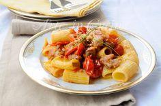 Pasta salsiccia, pomodorini, ricetta veloce, primo piatto saporito, ricetta per pranzo, cena, piatto facile, ricetta con carne, macinato, menu di carne, idea veloce