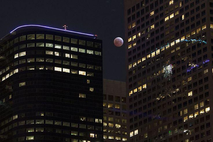 'Luna de sangre', un espectáculo celeste durante el eclipse lunar total