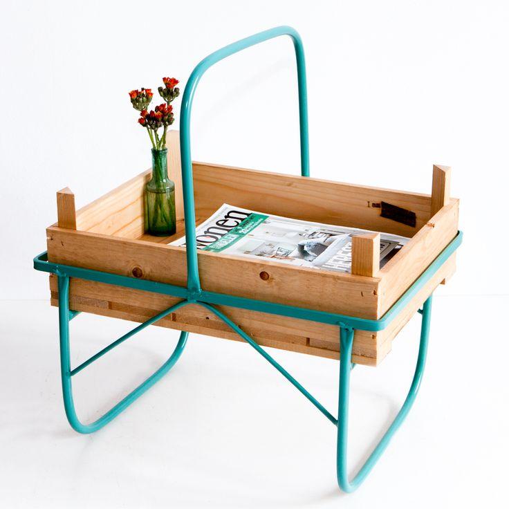 Tot eind jaren zestig werden deze kistjes gebruikt bij het steken van asperges. Wij hebben dit unieke en vrolijke ontwerp een nieuw leven ingeblazen als een echte blikvanger voor in huis.