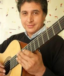 Jaime Calisto. Inició sus estudios de guitarra en 1981 en la Escuela Moderna de Música, con la maestra Liliana Pérez Corey y, posteriormente, con Eugenia Rodríguez y Roberto Pérez. Además, forma parte del dúo Meneses Calisto, con el que ha recorrido varias naciones de América y Europa, dando conciertos y participando en festivales culturales.