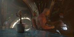 超キュート!しゃべる樹木が鉢植えでダンシング!『ガーディアンズ・オブ・ギャラクシー』特別映像
