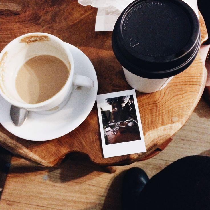 Тумблер красивая чашка с кофе фото