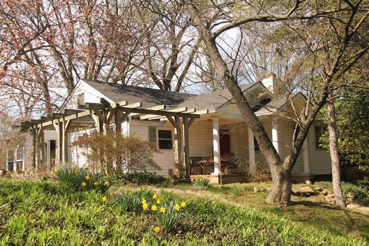 Charming Louisville, Kentucky, Derby weekend 2017 vacation house for rent. Great location too! #kentucky #derby #kyderby #louisville