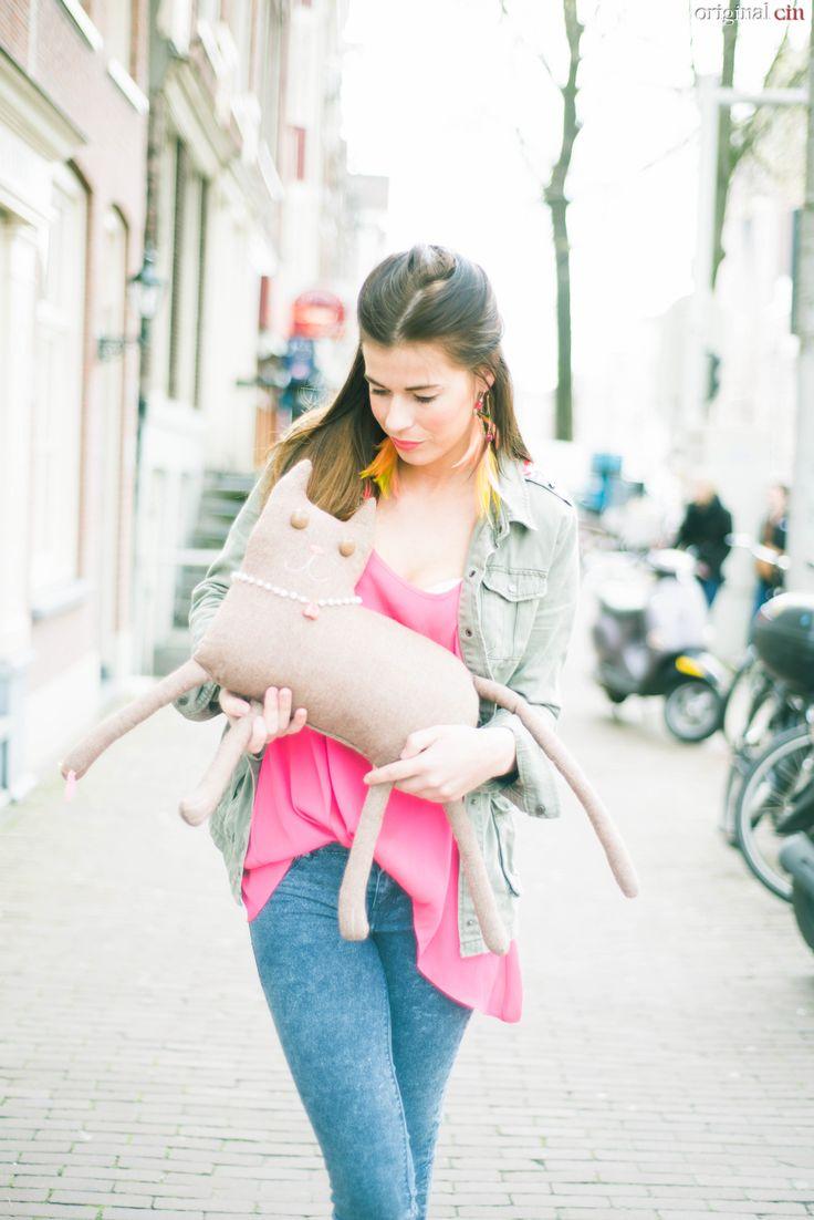 Girl on the streets  Cat: www.dekleineblaag.nl Jewerly: www.yworld.nl Photos: https://www.facebook.com/pages/Original-Cin/144927352249409